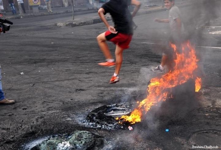 Acrobatie des manifestants! Photo (C) Ibrahim Chalhoub