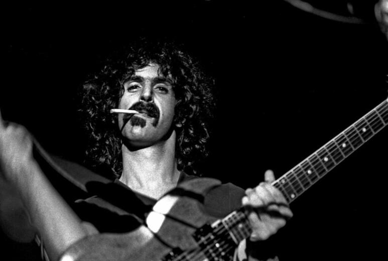 """Frank Zappa considérait que le tabac était son """"légume préféré"""". (c) Heinrich Klaffs sur Foter.com / CC BY-NC-SA"""