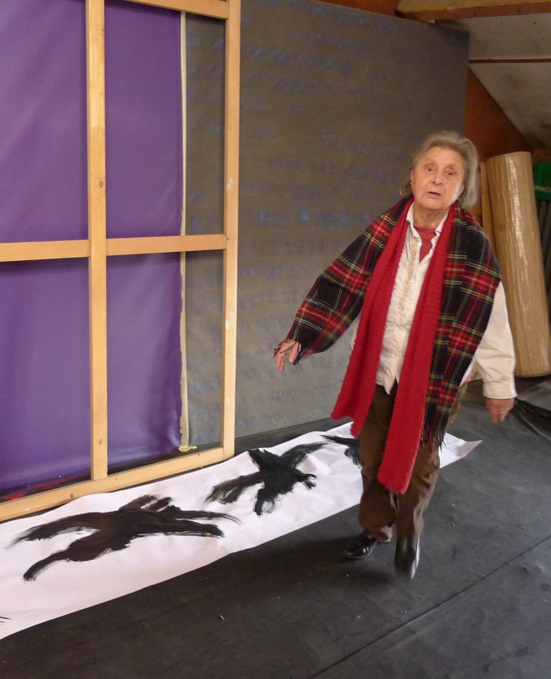 Judit Reigl dans son atelier de Marcoussis (c) DR