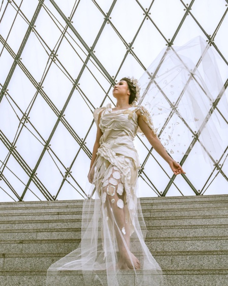 Kuriko Oikawa : dress inspired by Victoire de Samothrace . (C) Kuriko Oikawa.