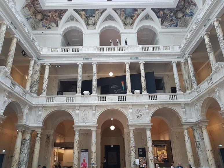 """Hall d'entrée du musée viennois qui héberge le """"Penacho"""" (c) DR"""