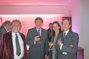 De gauche à droite : Szczesny, Jean Pierre Foucault, Michèle et Guy Beddington de Beddington Fine Art