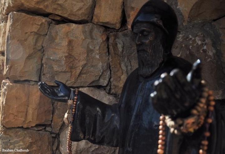 Dans les mains du Saint! Photo (C) Ibrahim Chalhoub