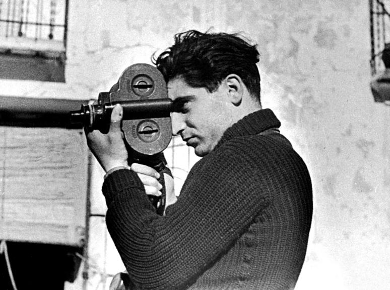 L'ouvrage comprend 112 photos en noir et blanc de Robert Capa, David Seymour dit Chim et Gerda Taro à qui le livre est dédié (c) G. Taro