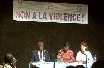 De gauche à droite: le Dr Denis Mukwege, la ministre Geneviève Inagosi et la journaliste belge Colette Braeckman. Photo (c) BS