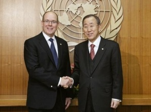 Le Prince Albert II avec Ban Ki-Moon. Photo (c) Mark Garten / UN