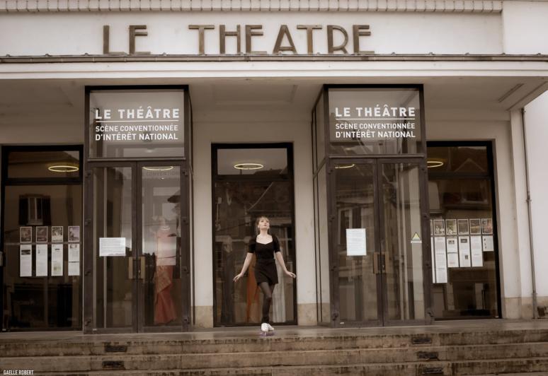 Le Théâtre d'Auxerre pendant l'exposition de François Brochet. (c) Gaëlle Robert.