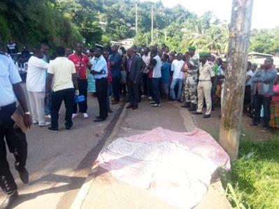 Le lieu du drame pris d'assaut par la foule. Photo (c) DR