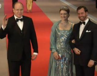L'arrivée du prince Albert II. Cliquez ici pour regarder la vidéo