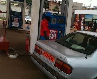 Une station essence à Yaoundé (c) V. Zinga