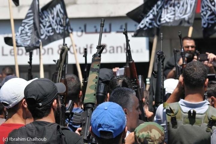 Des armes et des drapeaux! Photo (C) Ibrahim Chalhoub