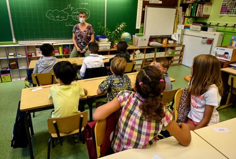 L'environnement sonore compte beaucoup pour les apprentissages fondamentaux. (Ici, dans une école à Montpellier le jour de la rentrée, en 2020.) Pascal Guyot/AFP