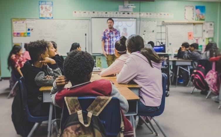 Il n'est pas toujours simple pour l'enseignant de gérer une classe comportant un ou plusieurs enfants hyperactifs. NeONBRAND / Unsplash