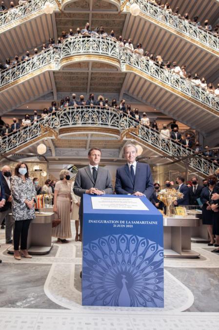 Emmanuel Macron et Bernard Arnault lors de l'inauguration officielle de la Samaritaine après 17 ans de travaux - Gabriel de la Chapelle et Bobby Allin