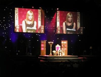 J.K. Rowling est l'auteur de la saga Harry Potter. Ici, à New York, elle lit les premières pages de son roman. Photo (c) Amanda Hatfield