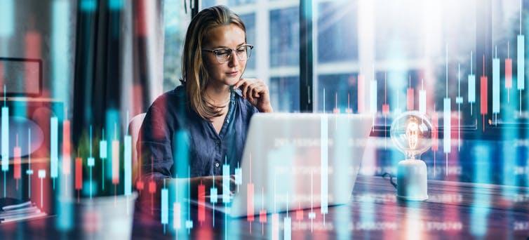 Les femmes ont du mal à s'identifier à des métiers étiquetés « masculins », en particulier dans la finance.