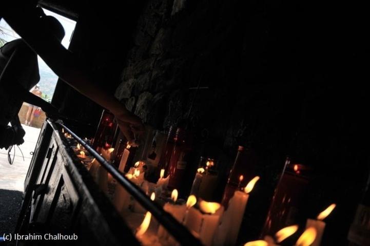 Bougies des croyants! Photo (C) Ibrahim Chalhoub