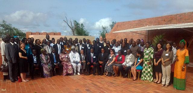 Photo de famille des participants (Représentants des gouvernements, société civile et experts)