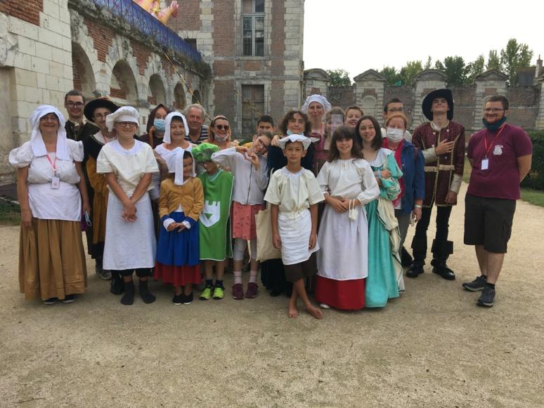 La troupe d'actrices et acteurs de l'Académie des Beaux Arts du centre de la France (c)  CV