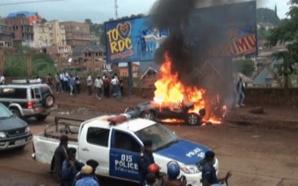 pPoliciers indifférents devant des actes de vandalisme des motards à Bukavu. (blz)