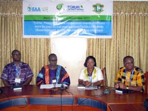 L'équipe de EAA-Bénin au cours de la Conférence de presse