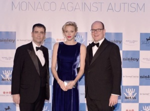 LL.AA.SS. le Prince et la Princesse de Monaco et M. Emmanuel Falco, Président de MONAA. Photo (c) Michael Alesi / MONAA