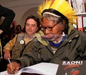 Photo (c) Thierry Grignard. Cliquez ici pour commander le livre Raoni