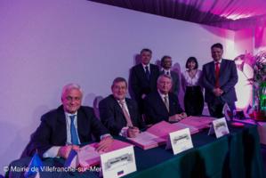 La signature du memorandum créant la Fondation Franco-Russe. Photo courtoisie (c) Mairie de Villefranche-sur-Mer