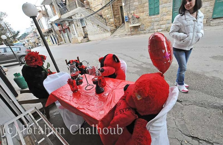 A table! Photo (C) Ibrahim Chalhoub