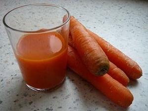 Très bon détoxifiant: le jus de carottes frais. Photo (c) Salix