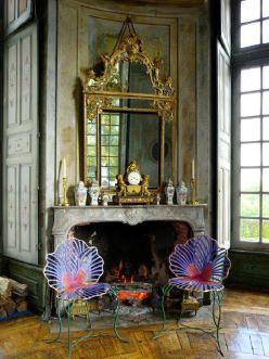 Mobilier de Joy de Rohan Chabot exposé dans les salons du château