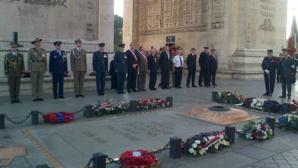 Représentants britanniques et alliés présents à la commémoration de la bataille d'Angleterre sur la tombe du soldat inconnu sous l'Arc de Triomphe, Paris, lundi 15 septembre 2014. Photo courtoisie (c) Yorkshire Air Museum