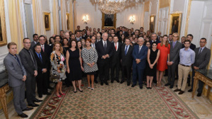 S.E.M. Michel Roger, Ministre d'Etat, a accueilli hier en sa résidence les Responsables d'Entreprises signataires du Protocole d'Accord relatif à l'insertion dans la vie active des jeunes diplômés monégasques et résidents. Photo (c) Charly Gallo / CDP