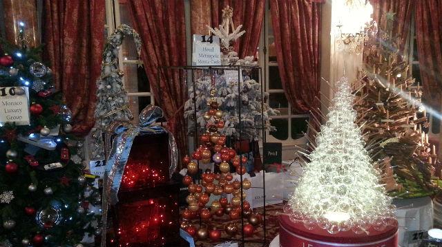 Ces arbres de Noël ont été vendus aux enchères à Monaco, au profit de l'Association Action Innocence qui œuvre en faveur des enfants défavorisés. Photo (c) Eva Esztergar