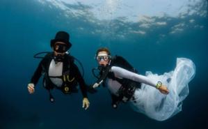 Mariage sous-marin de Pierre Frolla et Mara Demurtas. Photo (c) Greg Lecoeur