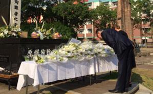 S.E.M. Patrick Médecin, Ambassadeur de Monaco au Japon et son épouse lors des cérémonies du souvenir à Nagasaki. Photo (c) DR