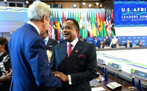 Denis Sassou N'Gasso avec John Kerry, lors du sommet USA-Afrique en 2014. Image du domaine public.