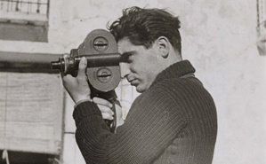 Robert Capa en 1937. Photo (c) Gerda Taro