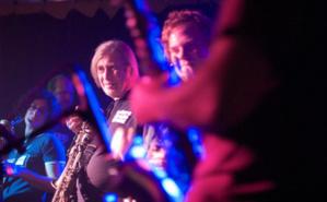 Steve MacKay en tournée avec le Radon Ensemble en 2008. Photo (c) V'ron. Cliquez ici pour accéder à la page de l'artiste