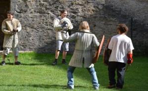 Les membres de la Seigneurie du Mont-Denis s'entraînant au combat médiéval. Photo (c) MMM