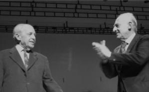 Pierre Boulez et le pianiste italien Maurizio Pollini en 2009 à la Salle Pleyel (Paris). Image du domaine public.