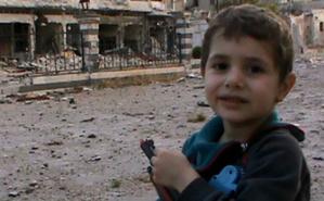 Cet enfant syrien connait l'endroit où se postent les snipers pour tirer sur les civiles. Photo courtoisie (c) DR