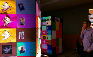 Mur de la paix réalisé par les étudiants francisants de l'université américaine du Koweït. Photo (c) Bulent Inan.