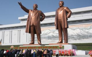 Statues de Kim Il Sung et de Kim Jong Il à Pyongyang. Photo (c) J.A. de Roo