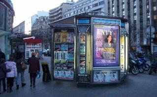 Kiosque à journaux, quartier Montparnasse, Paris. Photo (c) Yelles.
