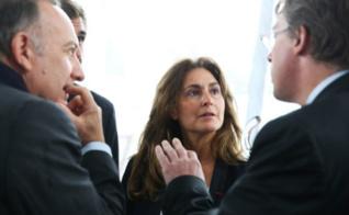 Eva Escandon, présidente de FCE France entourée de Pierre Gattaz. Photo courtoisie (c) Hamilton, Agence Rea