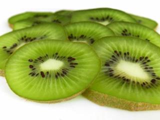 La vitamine C, présente dans les oranges, les kiwis ou encore les cassis, connue pour ses nombreux bienfaits, permettrait également de prévenir l'apparition de la cataracte. Image du domaine public