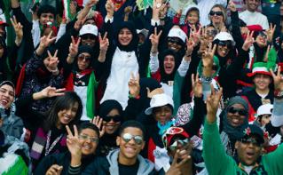 La jeunesse koweïtiene célébrant sa fête nationale en 2011. Image du domaine public.