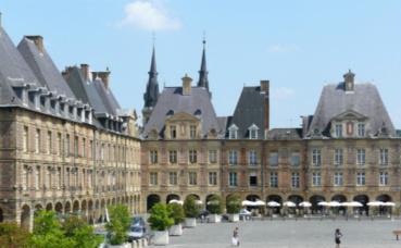 La place Ducale, principale attraction touristique de Charleville-Mézières. Photo (c) Ad Meskens