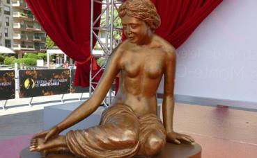 La Nymphe d'Or, statuette décernée aux meilleurs programmes. Image du domaine public.